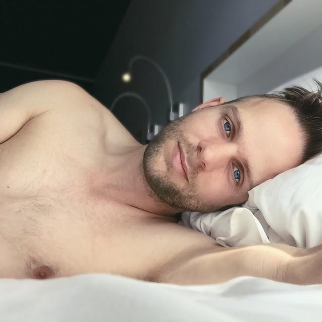 Tom.Square.Bed
