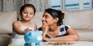 मुलांना पैशांचे महत्त्व पटवून देण्यासाठी काय करावे