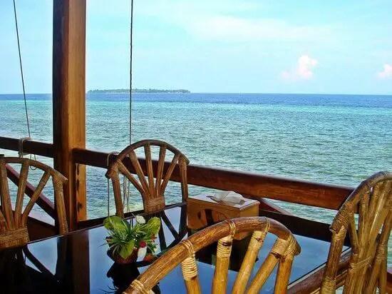 Makan di Bunaken Sea Breeze Resort