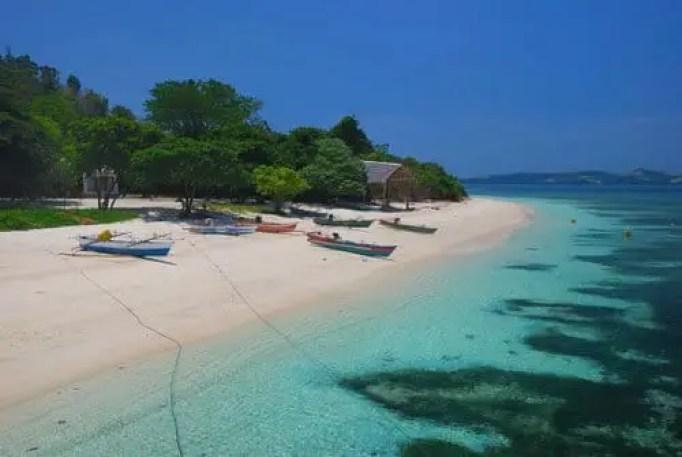 pantai pasir putih pulau lihaga