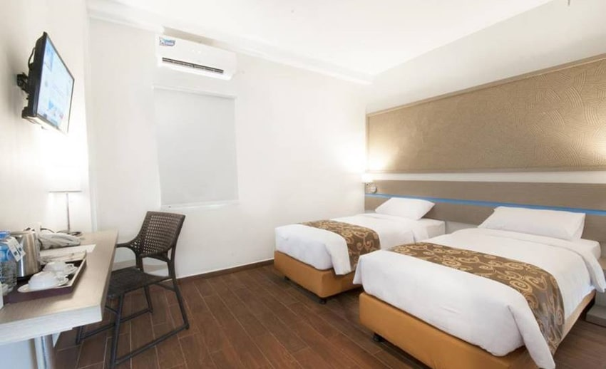 double bed genio hotel manado