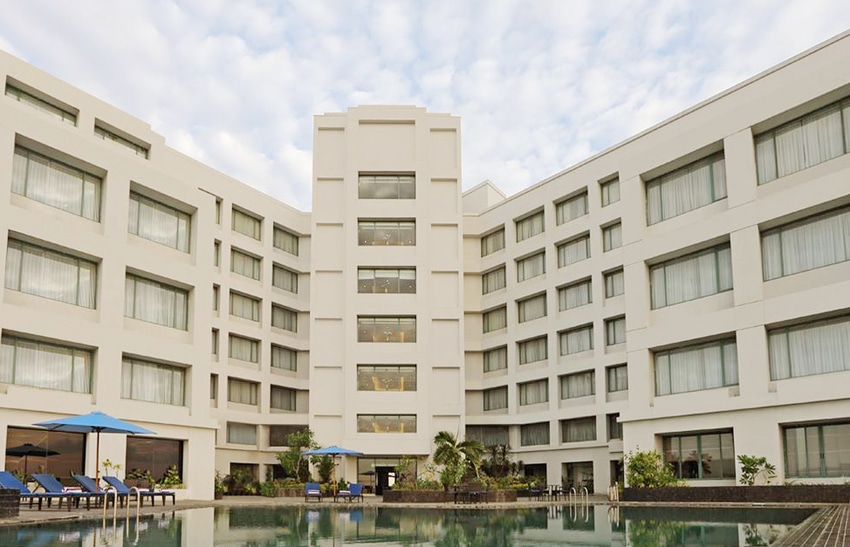 hotel aryaduta manado adalah hotel dekat boulevard manado