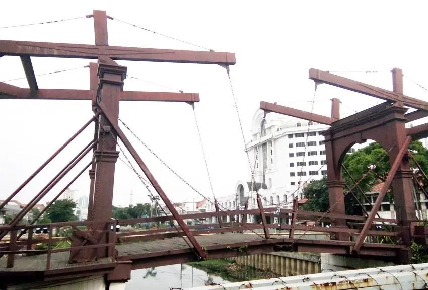 kota intan bridge spans 300 years and five names