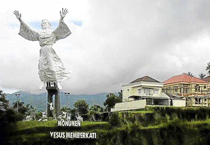 monumen yesus memberkati, ikon baru manado
