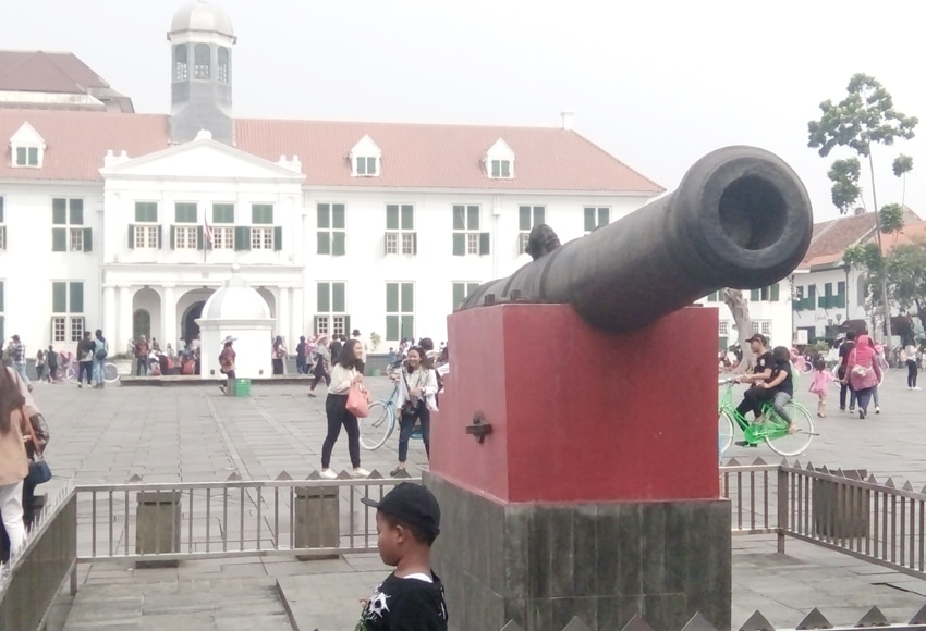 old weapon old town jakarta