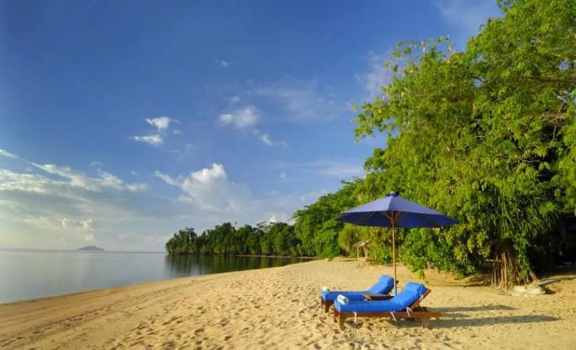 pantai pasir putih siladen