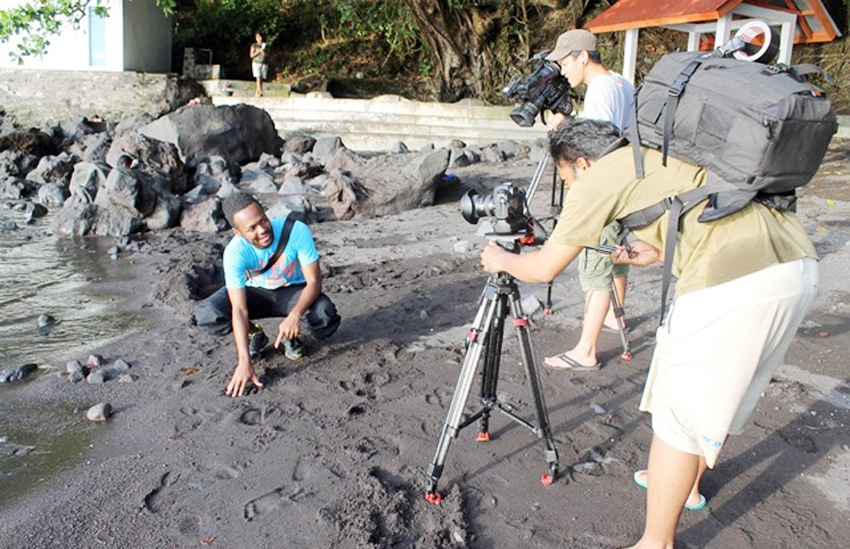 pengambilan gambar explore indonesia kompas tv di pantai lehi