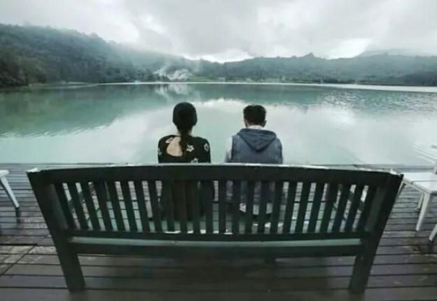 senjakala di manado, duduk menghadap danau 3 warna