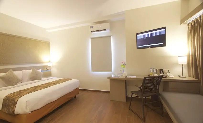 suasana kamar genio hotel manado (via booking.com)
