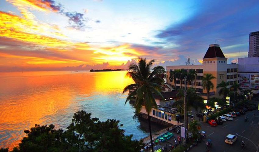 sunset di boulevard manado (via xplorea.com)