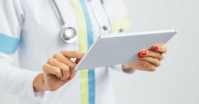 infirmiere_liberale_telesurveillance_tablette.png