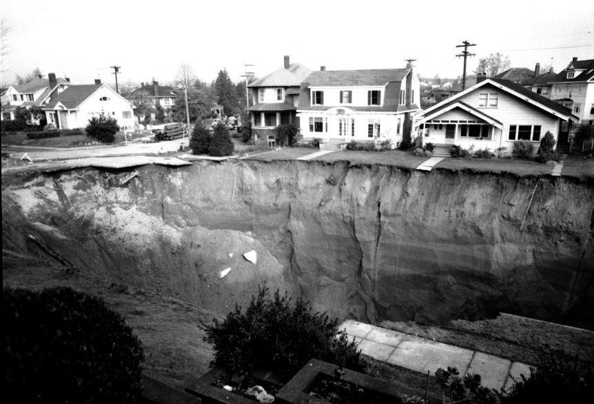 The Great Ravenna Boulevard Sinkhole, 1957. Seattle Municipal Archives (CC BY 2.0)
