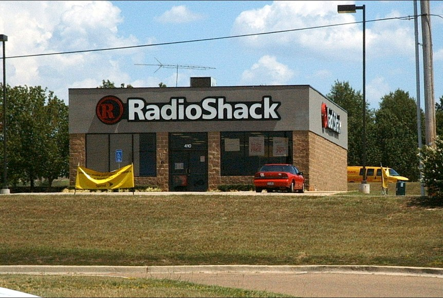 RadioShack building exterior. Public domain image via Wikimedia Commons.