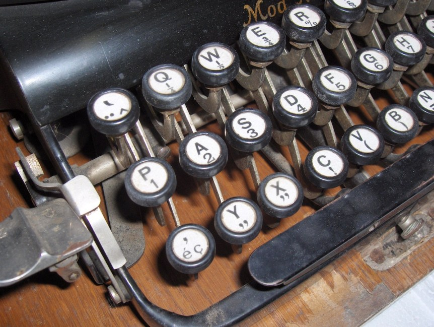 ADLER typewriter Model n°7 (Frankfurt / Germany). Unknown model date (probably ~1930/40). By Dake
