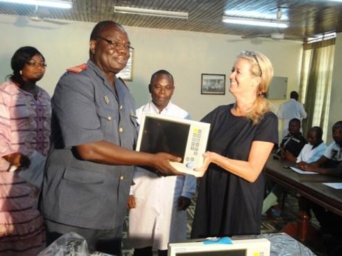 """Don chaine de lespoir - Santé/ La """"Chaîne de l'Espoir"""" fait don de matériels pédiatriques au CHU Sylvanus Olympio;  l'ONG va augmenter ses missions au Togo"""