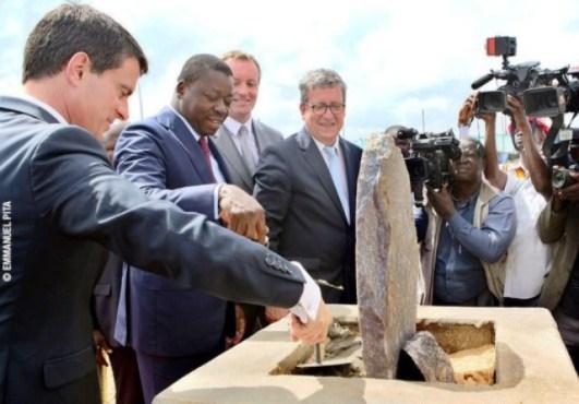 Centre d'enfouissement technique d'Aképé - France-Togo : Faure Gnassingbé et Manuel Valls posent la première pierre d'un centre d'Enfouissement Technique à Aképé
