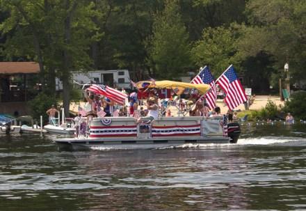 Manchaug Pond Foundation Boat Decorating Contest 2015