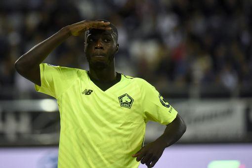 L'attaquant ivoirien lillois Nicolas Pepe célèbre après avoir marqué un but lors du match de football français entre Amiens et Lille au stade Licorne d'Amiens, dans le nord de la France, le 26 août 2018. (Photo FRANCOIS LO PRESTI / AFP) FRANCOIS LO PRESTI / AFP / Getty Images)