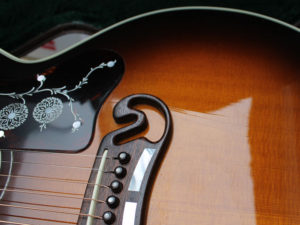 Gibson J-200 lacquer cracks