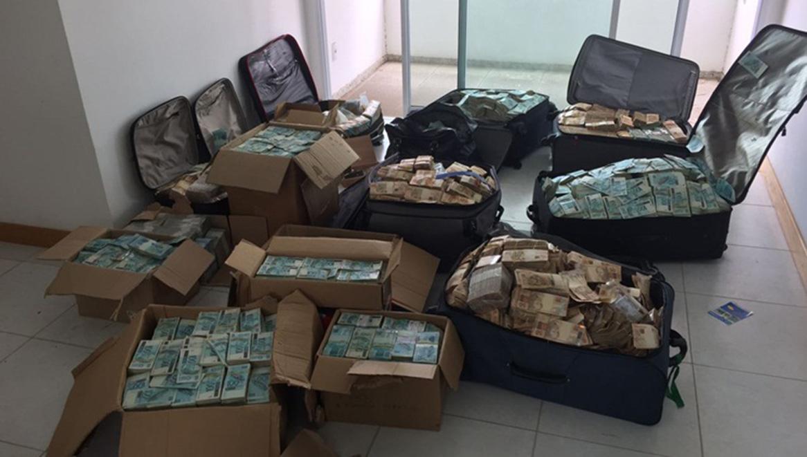 No dia 5 de setembro, três acontecimentos pautaram o noticiário: a maior apreensão de dinheiro da história da Polícia Federal, que descobriu uma espécie de bunker em Salvador (BA), de uso do ex-ministro Geddel Vieira Lima (PMDB), com R$ 51 milhões em espécie, acomodados em malas; a divulgação de mais um áudio dos executivos da JBS, com conteúdo comprometedor para a Procuradoria-Geral da República (PGR); e a denúncia apresentada pelo PGR Rodrigo Janot contra Lula e Dilma, por organização criminosa.