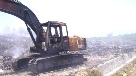 Beko terbakar di TPA Desa Batang Gadis, Panyabungan Barat