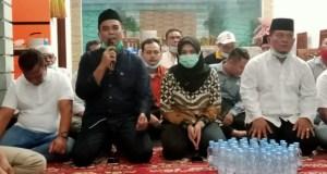 Jakfar Sukhairi (memegang mikrofon) dan disebelahnya Atika Azmi Utammi Nasution dalam temu pers, Sabtu (24/4/2021)