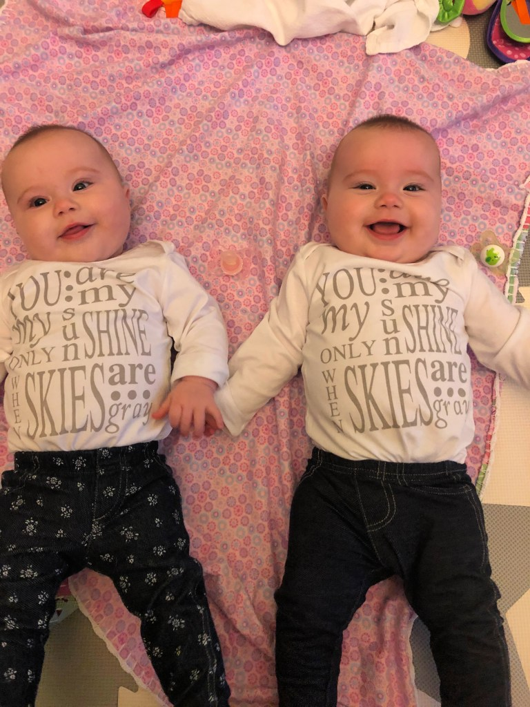 Identical Twins Monthly Update - Seven Months Old - www.mandamorgan.com