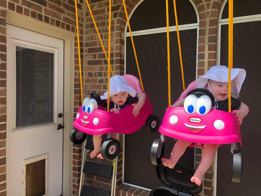 Identical Twins Monthly Update - 12 Months - 1 Year Old - www.mandamorgan.com