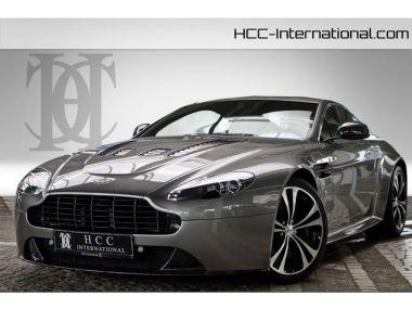 NOUVEAU +++ Aston Martin Voiture d'occasion: Aston Martin Vantage V12  6.0| Styling Carbon Paket| Neuwerti für 129900 € +++ Les meilleures offres | Coupé, 29700 km, 2013, Essence, 517 CV, Gris | 135454127 | auto.de