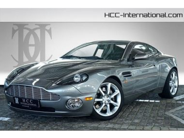 NOUVEAU +++ Aston Martin Voiture d'occasion: Aston Martin Vanquish 1.Hand|Sammler Zustand|Neuwertig für 149900 € +++ Les meilleures offres | Coupé, 14500 km, 2004, Essence, 466 CV, Gris | 130186597 | auto.de
