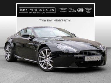 NOUVEAU +++ Aston Martin Voiture d'occasion: Aston Martin Vantage V8 für 69900 € +++ Les meilleures offres   Coupé, 60366 km, 2012, Essence, 426 CV, Noir   135563415   auto.de