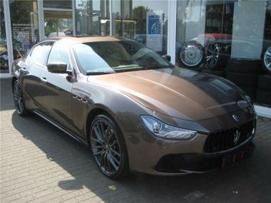 NOUVEAU +++ Maserati Voiture d'occasion: Maserati Ghibli S Paket Executive Buisness Premium Komfo für 65990 € +++ Les meilleures offres | Berline, 33141 km, 2014, Essence, 411 CV, Brun | 136582340 | auto.de