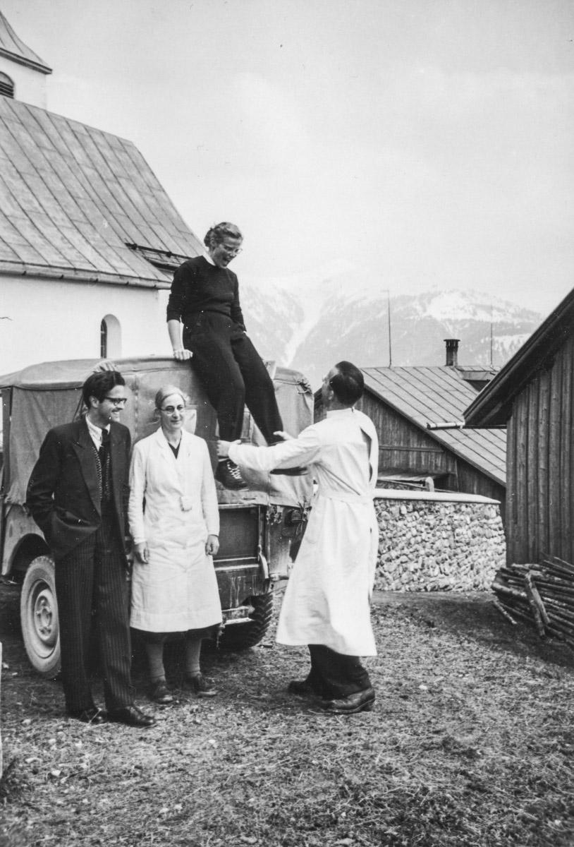 Furna (Grisons), 8 mai 1954. L'anthropologue Hélène Kaufmann ne bronchera pas !