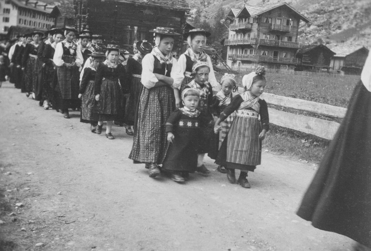 Procession aux Haudères