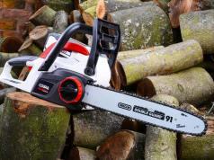 Handheld chainsaw. Picture; Cobra
