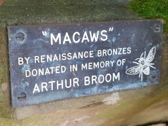 Macaws plaque