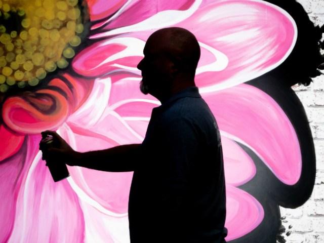 Lee Ferry creating graffiti art for Harrogate Spring Flower Show