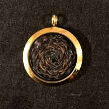 Gold Memory Locket - Secure Screw Type