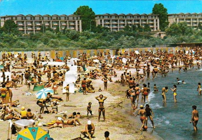 Mangalia-pe-plaja-1980