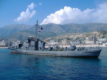 """Vanator de Submarine de productie sovietica, din Clasa KRONSTADT"""", aflat in dotarea Fortelor Navale Albaneze,asemanator cu cele 3 Vsm achizitionate de Romania in 1955-1956 - Sursa WIKIPEDIA."""