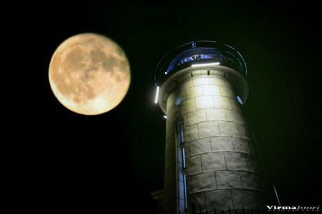 Valerian Şarînga - Mijloc de septembrie un far și o lună plină1