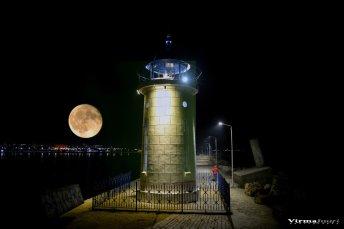 Valerian Şarînga - Mijloc de septembrie un far și o lună plină5