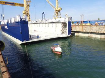 Damen Shipyards Mangalia - lansarea la apă a unui doc plutitor4