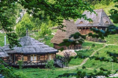 Raven's Nest - Satul ascuns - Transilvania-