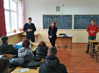 Activități preventive ale jandarmilor constănțeni, în unitățile de învățământ din Constanța1 (Small)