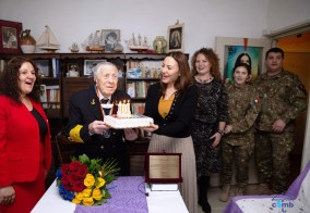 FOTO_La aniversarea varstei de 101 ani pentru Viceamiralul rtr Mircea CARAGEA