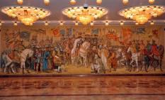 Lucrarea este o pictura murala de 14 x 4 m si si a fost realizata in 1994 in holul de onoare al sediului Ministerului Apararii Nationale din Bucuresti.