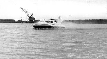 hovercraft - nava pe perna de aer pe Dunare