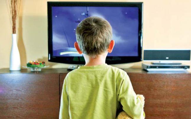 Cum îi afectează televizorul pe copii