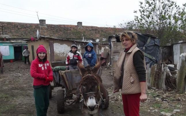 Mama şi trei dintre copii FOTO Mariana Iancu